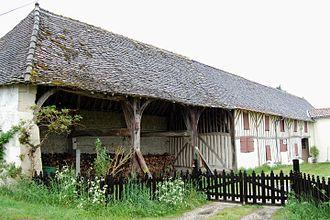 Les Églisottes-et-Chalaures - Open-beam house with dovecote