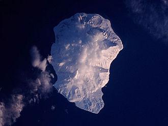 Makanrushi - Wintertime view of Makanrushi Island, January 2001. North at top.