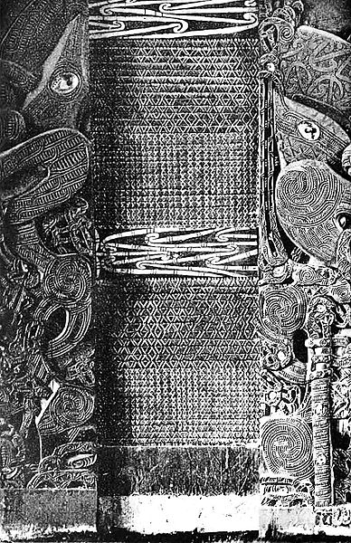 Maori carvings and tukutuku panels1.jpg