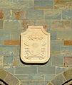 Mariä Heimsuchung (Werl), Wappen von Papst Franziskus oberhalb der Eingangsportale.JPG