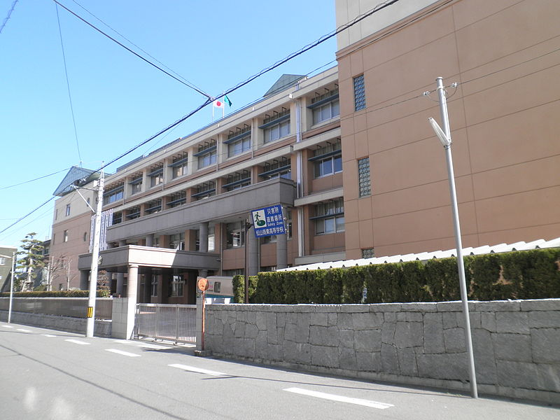 http://upload.wikimedia.org/wikipedia/commons/thumb/d/de/Matsuyama_Commercial_High_School1.JPG/800px-Matsuyama_Commercial_High_School1.JPG