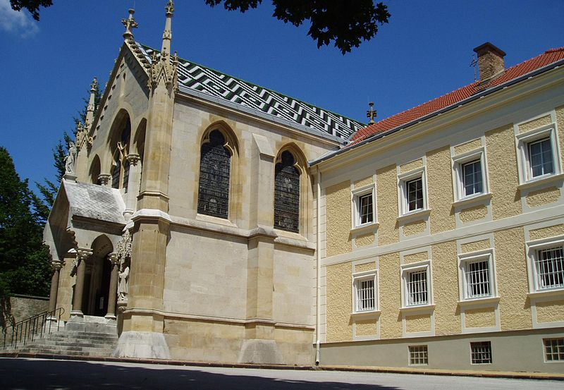 Tragicni zivoti, smrt i afere poznatih licnosti 800px-Mayerling_Kirche_und_Karmelkloster