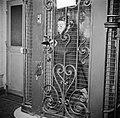Meisje staand in de lift, Bestanddeelnr 252-9347.jpg