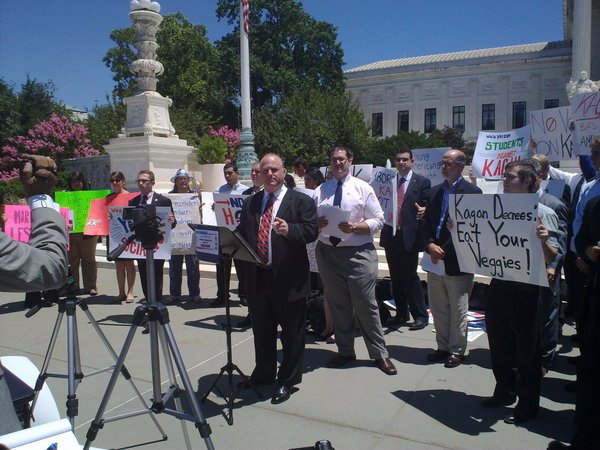 Michael Johns and tea party demonstrate against Kagan