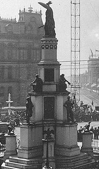 Michigan Soldiers' and Sailors' Monument of the Civil War with the old Detroit City Hall.