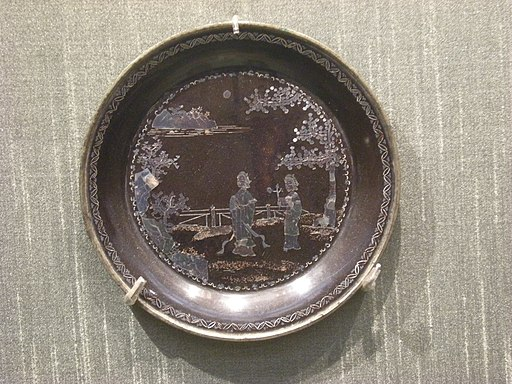 Mother-of-pearl inlay plate with ladies