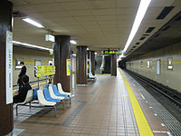 Nagoya-subway-H03-Iwatsuka-station-platform-20100316.jpg
