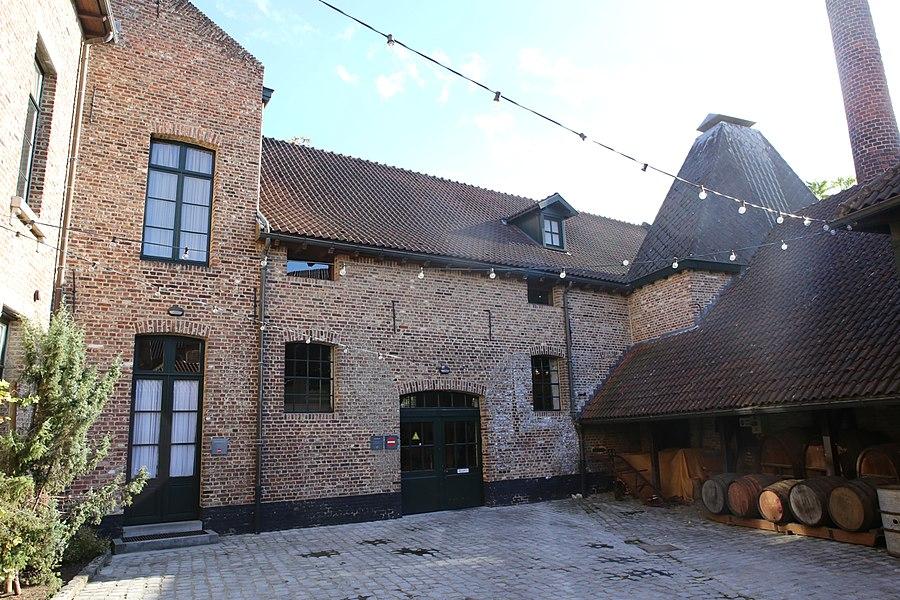 De binnenkoer van het Nationaal Jenevermuseum Hasselt, tijdens een bezoek op 26/10/2013.