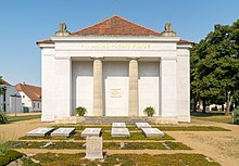 Grabmal an der Schinkelkirche in Neuhardenberg (Quelle: Wikimedia)