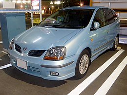 Nissan Tino 1.8X (V10) at night front.JPG