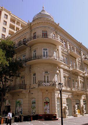 Fountains Square, Baku - Image: Nizami street building, Baku