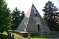 Novara Piramide.jpg