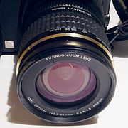 KB-äquivalente Brennweitenangabe auf einem Digitalkameraobjektiv
