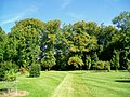 Ognon (60), parc d'Ognon, pelouse entre le miroir d'eau et le lac.jpg