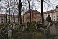 Old Jewish Cemetery, Prague (6) (26119468511).jpg
