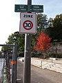 Oullins - Chemin des Chassagnes, plaques et panneau.jpg