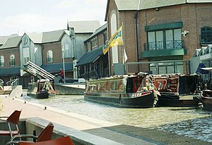 Castle Quay Shopping Centre - Image: Oxford Canal and Castle Quay Shopping Centre, Banbury geograph.org.uk 221504