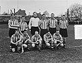 PSV tegen Limburgia 2-0 PSV-elftal staand v.l.n.r. Bakers, d Hooghe, Steiger, Wo, Bestanddeelnr 905-0101.jpg