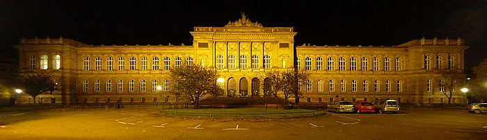 https://upload.wikimedia.org/wikipedia/commons/thumb/d/de/Palais_universitaire_%28Strasbourg%29.jpg/700px-Palais_universitaire_%28Strasbourg%29.jpg
