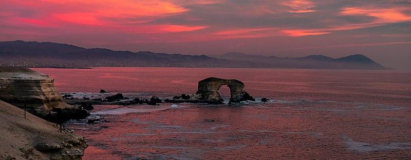 File:Panoramica al atardecer en Monumento Natural La Portada.jpg
