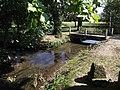 Petit pont piéton sur l'Aule à Sarriac-Bigorre.jpg