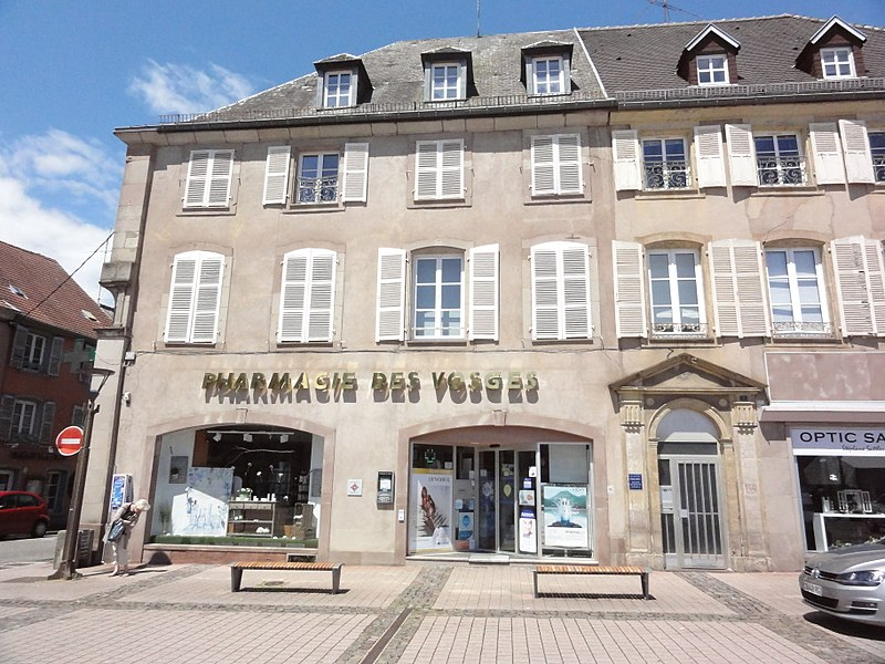 Phalsbourg (Moselle) Place d'Armes 02 MH