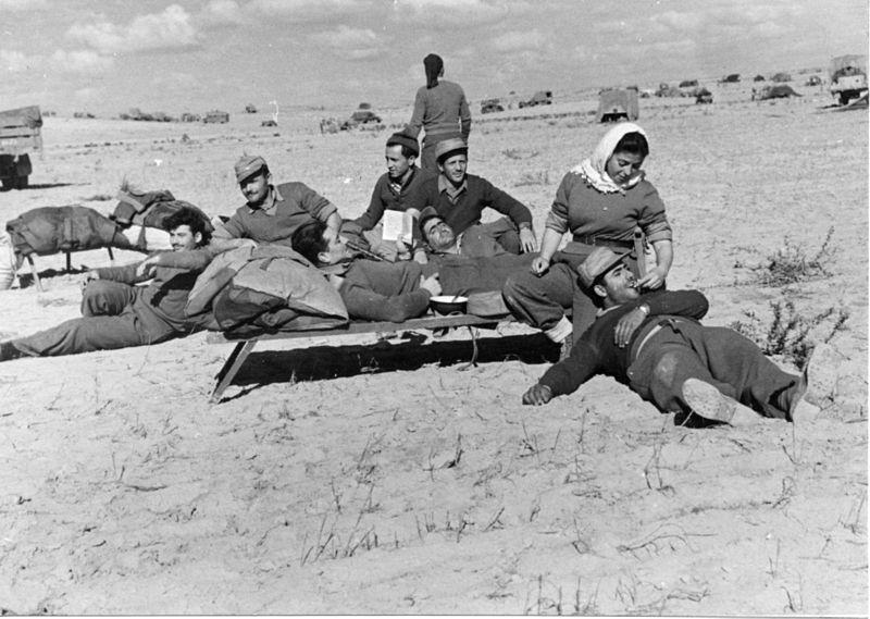 מבצע חורב - חיילים בזמן חניית ביניים באזור המשרפה