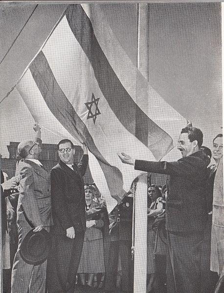 """דגל ישראל מונף בא""""ום"""