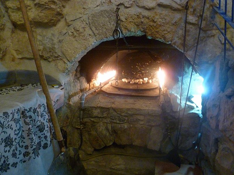 בית הקהל, בית עתיק שנשתמר כולל התנור והמקווה