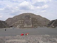 [Bild: 220px-Pir%C3%A1mide_de_la_Luna_-_Teotihuac%C3%A1n2.jpg]