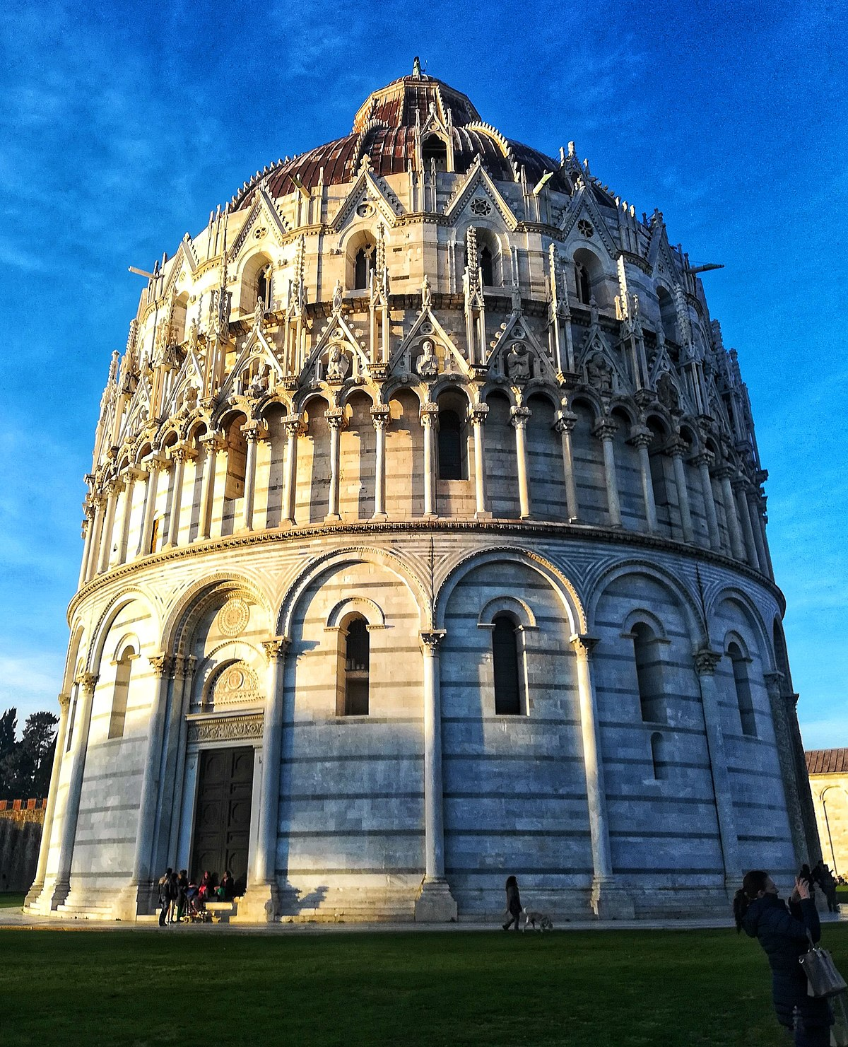 File:Pisa, il Battistero.jpg - Wikimedia Commons