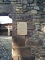 Placa conmemorativa en el acceso a la Parroquia y Abadia de la Anunciación (Javier).jpg