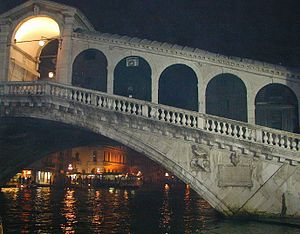 Rialto Bridge - Detail of the bridge