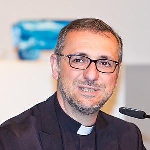 Stefan Heße - Heße at a press conference in 2015.