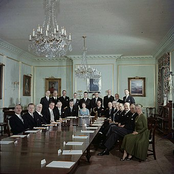 The first meeting of the Queen's Privy Council for Canada before the reigning sovereign; in the State Dining Room of Rideau Hall, 14 October 1957 Queen Elizabeth and members of the federal government of Canada in Ottawa 1957-10-14.jpg