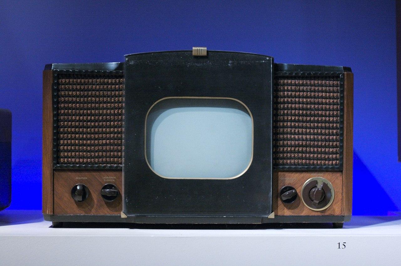 San Francisco Ts >> File:RCA 630TS Television Receiver (1946), MoMI.jpg - Wikimedia Commons