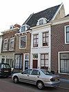 foto van Gepleisterde lijstgevel voor huis van parterre en verdieping
