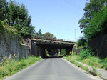 Railway bridge over Klein Ströbitzer Straße (south).png