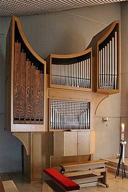 Reiskirchen Auferstehungskirche Innen Orgel 02.JPG