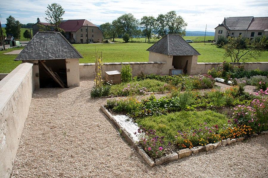 Remoray-Boujeons (Doubs, France) - Presbytère, jardin
