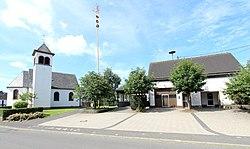 Reuth (Eifel); St. Nikolaus und Feuerwehrhaus a.jpg