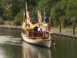Gloriana (barge) - Gloriana at Bray Lock, 23 July 2015. In order to travel along the non-tidal areas of the River Thames, Gloriana is fitted with an inboard motor connected to the wheel and rudder. Her oars are stowed on deck when not in use.