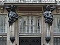 Rue des Petites-Écuries (Paris), numéro 48, consoles du balcon.jpg