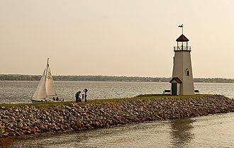Lake Hefner - Image: Sailing Lake Hefner