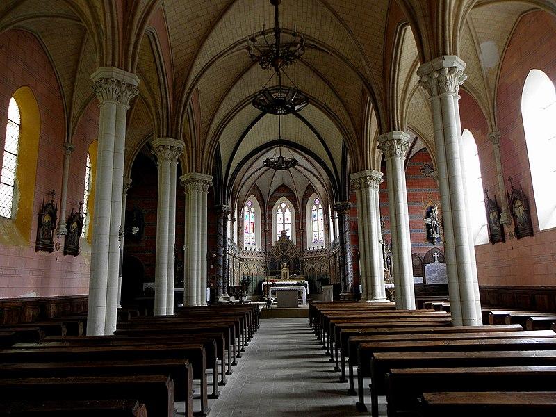 Église Saint-Hilaire de Saint-Hilaire-du-Maine (53). Intérieur.