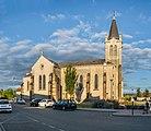 Saint Laurian church of Bellerive-sur-Allier 01.jpg