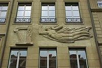 Sandsteinrelief Musika mit Harfe (Jakob Probst 1940) 03.jpg