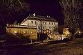 """Schloss Seibersdorf, Ansicht von Schlossparkseite, Beleuchtung erfolgte zu den Dreharbeiten """"Alles Schwindel"""" mit Hauptdarstellerin Ursula Strauss.JPG"""