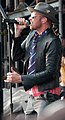 Scott Weiland on stage with Stone Temple Pilots--2008-08.jpeg