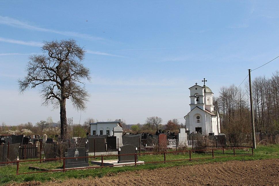 Selo Divci - opština Valjevo - zapadna Srbija - crkva i seosko groblje 1